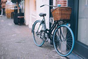 Sipas EEA: ecja, çiklizmi dhe transporti publik mbeten mënyra më e mirë për të përmirësuar lëvizshmërinë e qëndrueshme në qytete